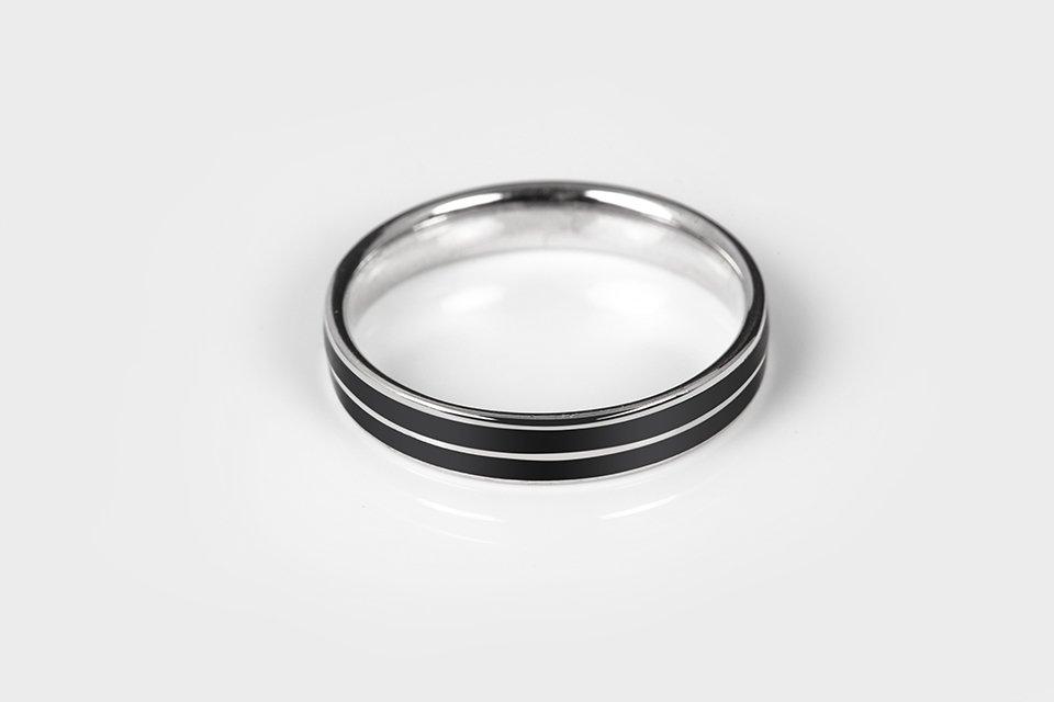 anello in argento 925 a fede con doppia decorazione laccata nera