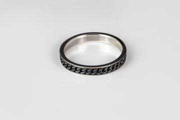 anello in argento 925 con decorazione a grumetta
